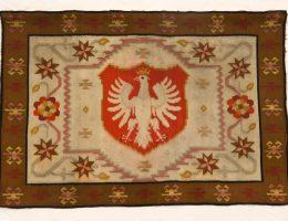 Kilim z herbem Polski, NN, Polska, pocz. XX w., wełna, tkany ręcznie, fot. © MNG (źródło: materiały prasowe organizatorów)