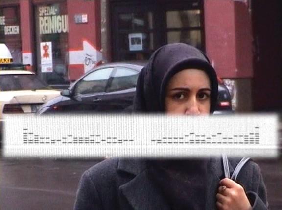 """Marta Deskur """"Fanshon Radio"""", 2003 film wideo, kolor, dźwięk, 7 min. 23 s.; remix dźwięku: DOKURO; montaż: Holger Fröhlich; produkcja: Instytut Polski w Berlinie (źródło: materiały prasowe organizatora)"""