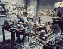 Henry Moore, Maquette Studio, Perry Green, 1968, fot. John Hedgecoe (źródło: materiały prasowe)