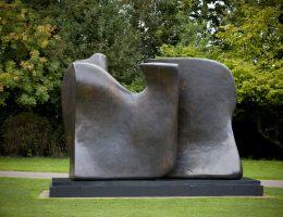 Henry Moore, Knife Edge Two Piece 1962-65, LH 516, bronze, Perry Green, fot. Jonty Wilde (źródło: materiały prasowe)