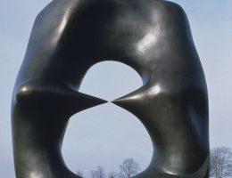 Henry Moore, Oval with Points (na wystawie: przed Gmachem Głównym MNK) (źródło: materiały prasowe)